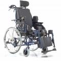 Инвалидное кресло-коляска с системой различных регулировок,